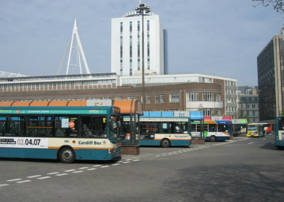 Cardiff_Bus_and_Stagecoach_buses_in_Cardiff_Bus_Station_14_April_2007_meitu_4