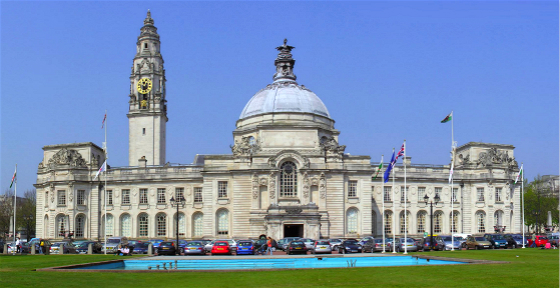 Cardiff_City_Hall_cropped_meitu_8