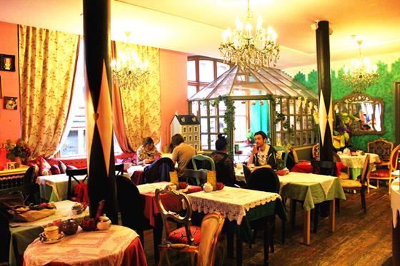 tearoom-tea-coffee-cake-richmond-tearooms-alice-in1