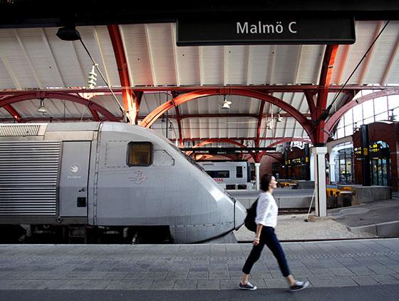 BALENCIAGAlogo embroidered cap