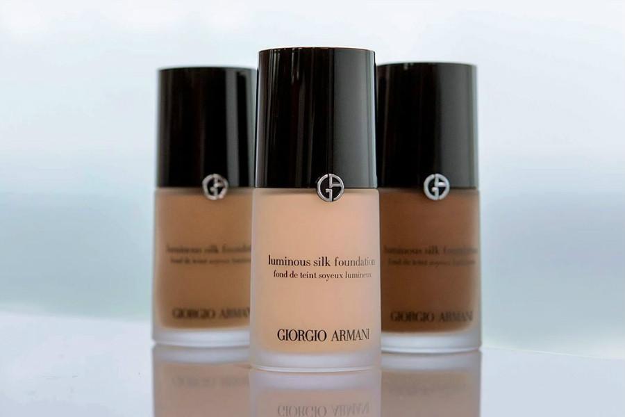 Giorgio Armani阿玛尼彩妆红领巾独家优惠,买任意粉底就送小白瓶妆前乳小样!