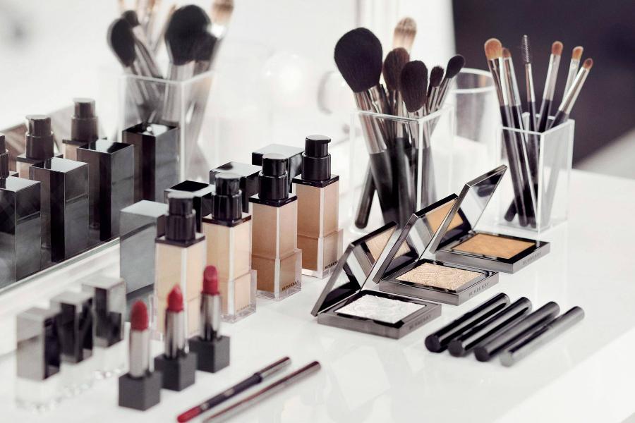 Burberry美妆   全线限时85折,收质感超赞镜面唇釉、限量腮红修容盘