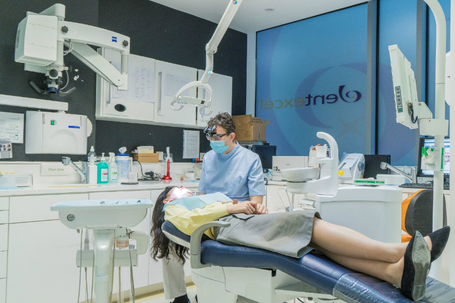 Dentexcel | 伦敦老牌专家牙医诊所隐适美七折,最多直减£1900。疫情期间可远程面诊
