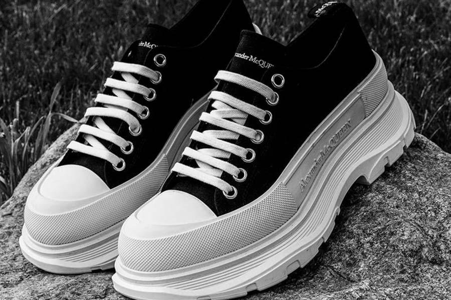 麦昆鞋子5折起!经典小白鞋£315收,新款Tread Slick老爹鞋也参加