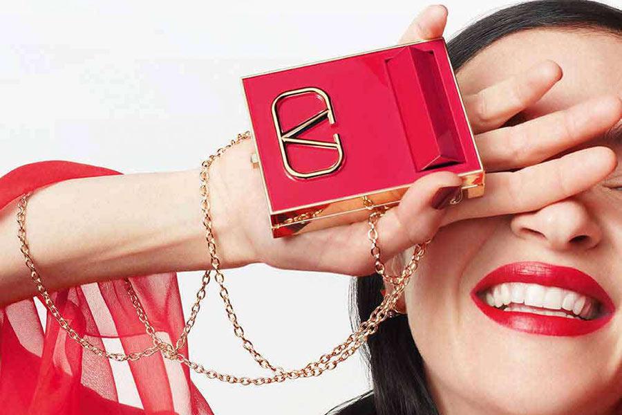 Valentino彩妆全新上架!超吸睛粉饼、口红手慢断货,抓紧入手测评
