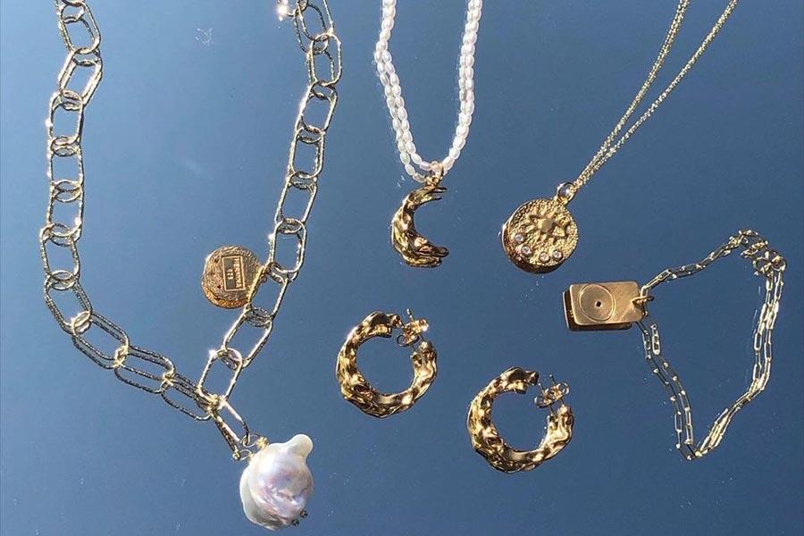 西太后、Olivia Burton等新款首饰8折!收优雅小方表、珍珠土星耳环